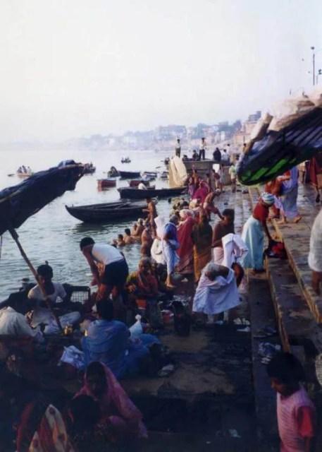 インド バラナシ ガンジス川 朝