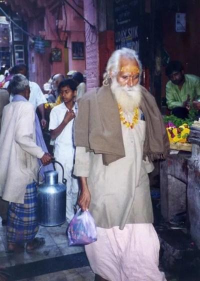インド バラナシ 路地