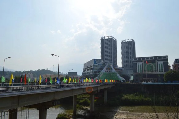 ベトナム3 ラオカイ 中国国境