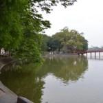 ハノイ旧市街の中心地、朝のホアンキエム湖周辺をお散歩。フォーを食べる【ベトナム】