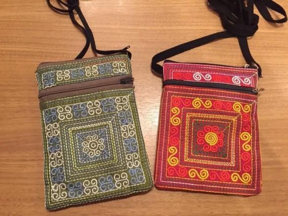 ベトナムお土産 花モン族の刺繍ポーチ