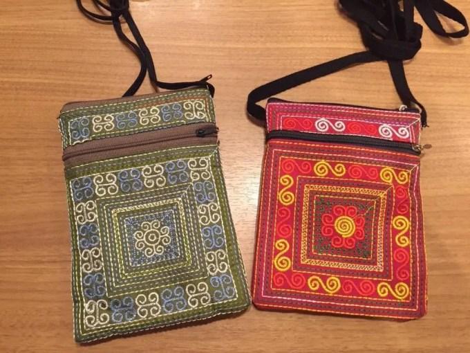ベトナムお土産 花モン族の刺繍ポーチ【雑貨】
