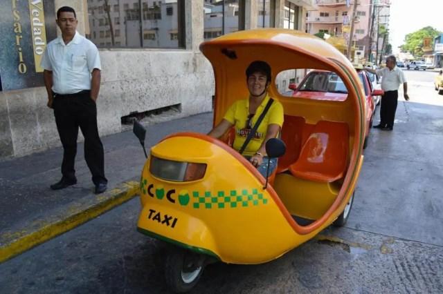 ココタクシー、ハバナ旧市街 【キューバ Cuba】