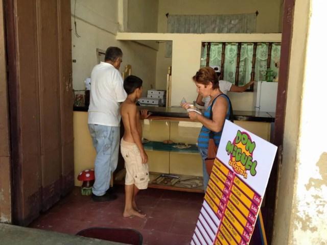 アイスクリーム屋、トリニダーの風景 【キューバ Cuba】