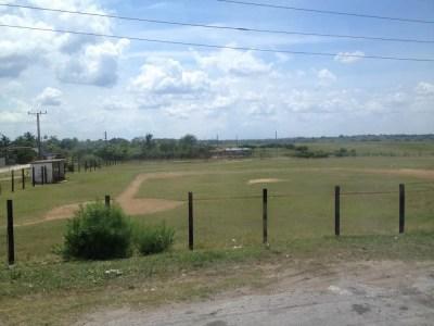 野球場、トリニダーからバスでサンティアゴ・デ・クーバへ 【キューバ Cuba】