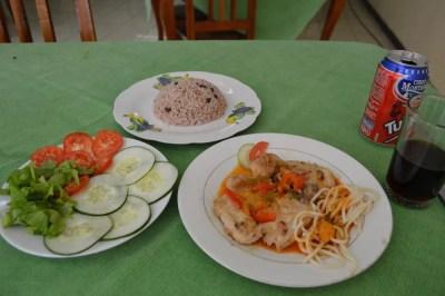 食堂でランチ、サンティアゴ・デ・クーバの風景 【キューバ Cuba】