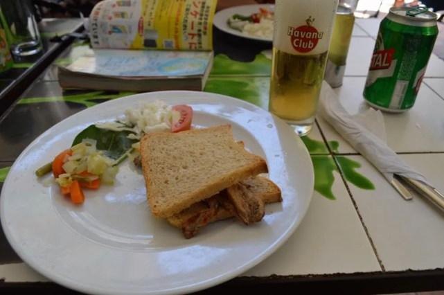 レストランでサンドイッチ、ハバナ旧市街の風景 【キューバ Cuba】