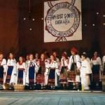 民族衣装がかわいい!子供たちのダンスフェスティバル♪【ルーマニア】