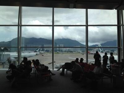 香港の空港にて、シンガポール行きを待つ【スリランカ】