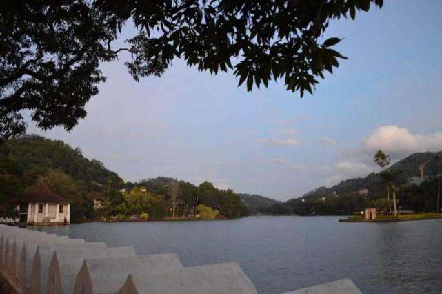 キャンディ湖の風景【スリランカ】
