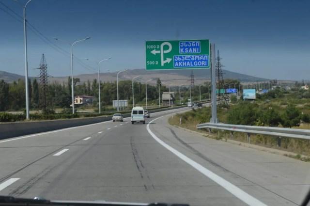 トビリシの町から郊外へ(トビリシから車でメスティアへ)【ジョージア(グルジア)Georgia:საქართველო】