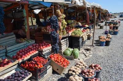 街道沿いの市場(トビリシから車でメスティアへ)【ジョージア(グルジア)Georgia:საქართველო】