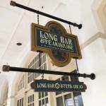 ラッフルズホテルの『ロング・バー(LONG BAR)』で名物のシンガポールスリングを@シンガポール