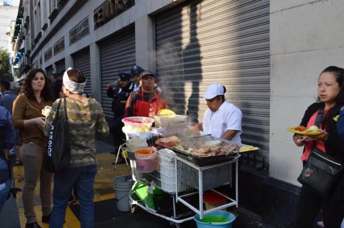 朝のマデロ通り(メキシコシティ②)【メキシコ】