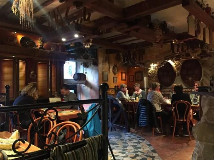 リガのレストラン(クローズィニシュ・プロヴィンツェ:バルト三国⑥:ラトビア:リガ)