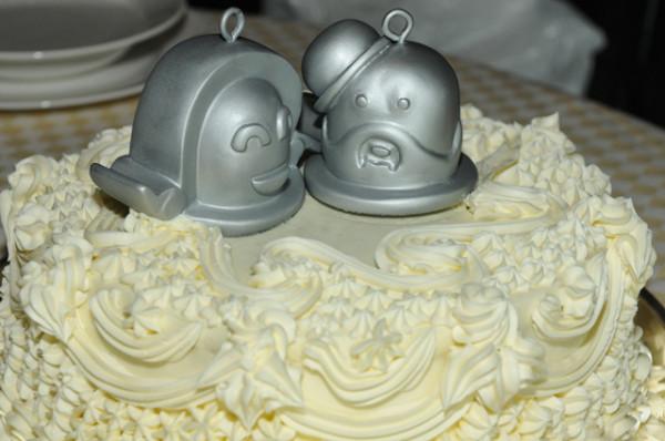 mr-jingles-wedding-cake-bells-1395834096