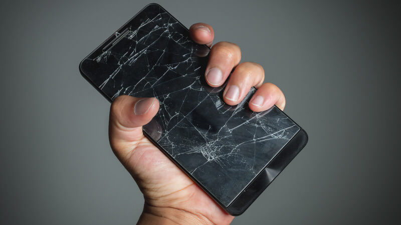 mobilegeddon-smartphone-broken-hand-ss-1920