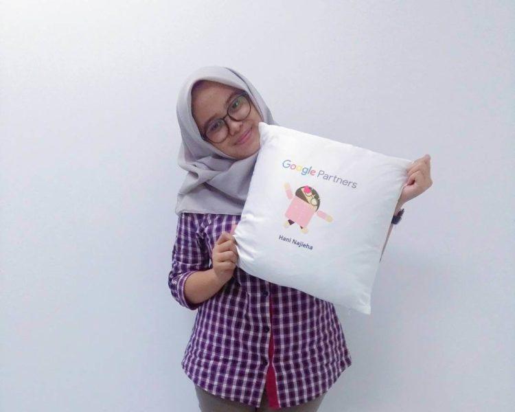 google-partners-pillow