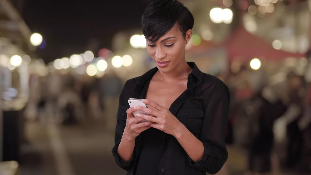 woman-mobile-local-shopping-ss-1920 Survey: 82 percent of smartphone shoppers conduct 'near me' searches