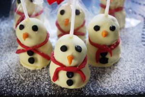 snowmen_brownie_pops_closeup650