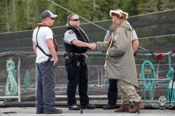 news-170824-1-1-SA-Ernest-shakes-hands-with-RCMP-he-knows-them-and-teaches-their-kids-002-7663-1200w