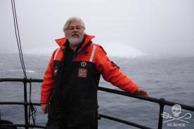 editorial-170828-1-8-2005-2006-Antarctica-Captain028-1200w
