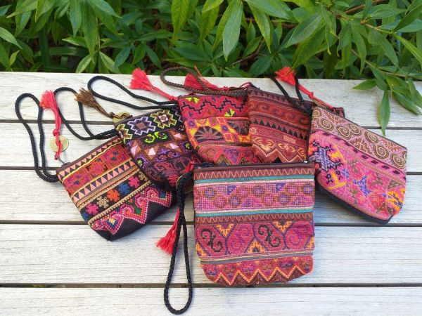 RSW405a Small Hand Stitch Wristlet Bag