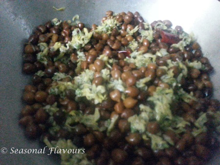 Add chick peas to drumstick blossoms for sojne recipe
