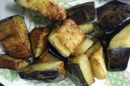 Fried brinjal cubes for vankaya masala recipe