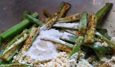 add rice flour and besan to bhindi for crispy bhindi fry recipe