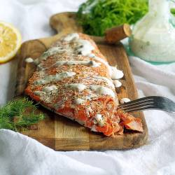 oven baked salmon with easy lemon dill yogurt sauce