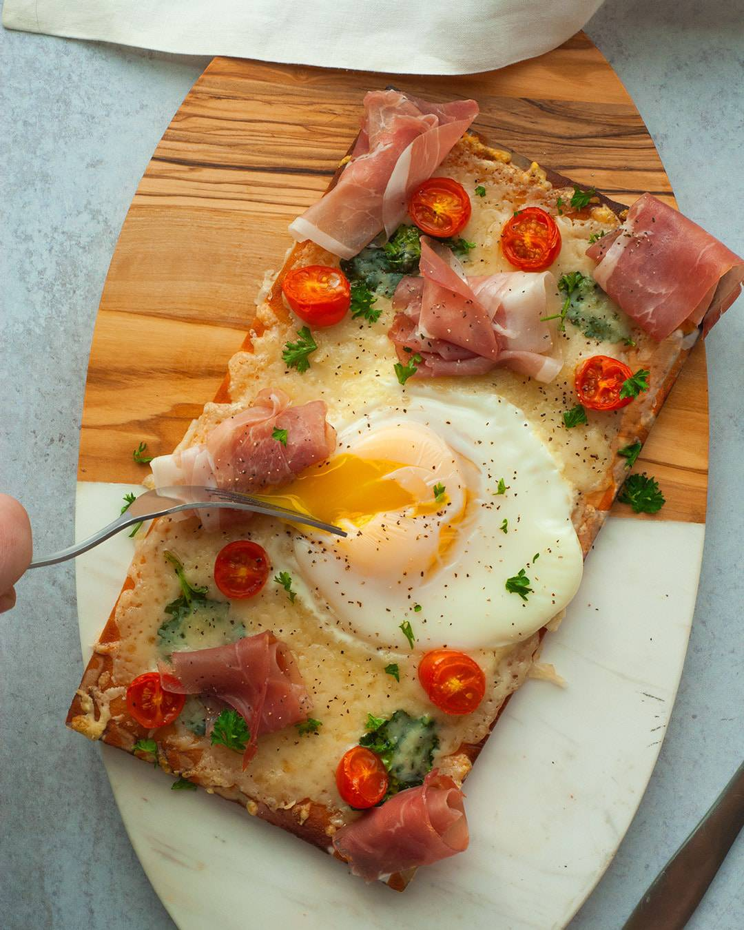 Breakfast Flatbread Pizza with Gruyere and Prosciutto