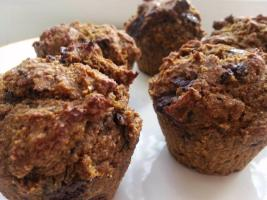 Recipe: Pumpkin chocolate-chip muffins (low sugar, low fat, vegan option)