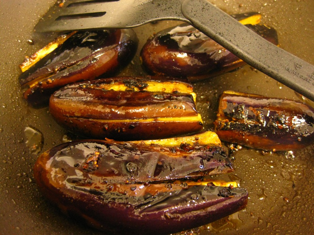 Fried Baby Eggplant with Salad (3/6)