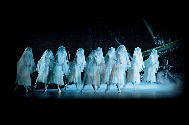 eter Wright's Royal Ballet production of Marius Petipa's classic Giselle © ROH 2013