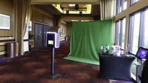 Infinite green screen sharing kiosk