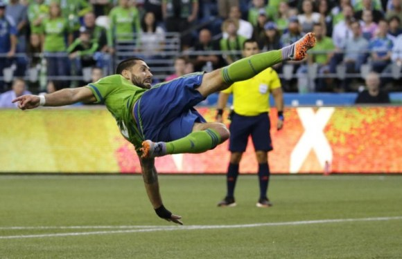 San Jose Earthquakes 2, Seattle Sounders 0:  Quakes continue hex on Short-handed Rave Green