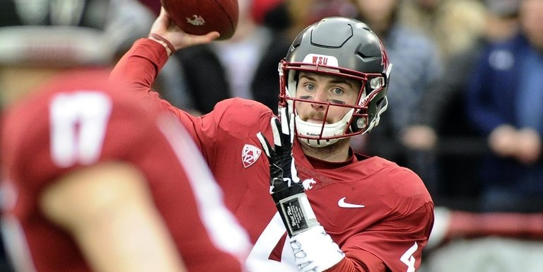 """Cougars Overcome Stanford 24-21 in an Emotional """"Senior Day"""" Victory"""