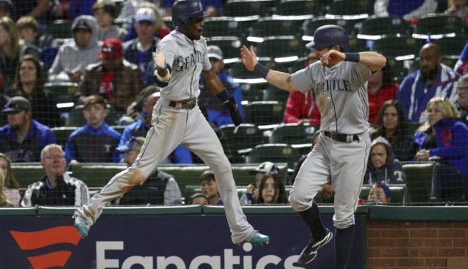 Mariners keep finding their winning ways on the road, take series from Texas