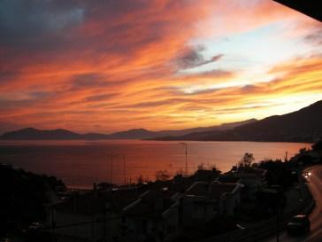 Θέα στο Ηλιοβασίλεμα απο την βίλα Feel the Sea