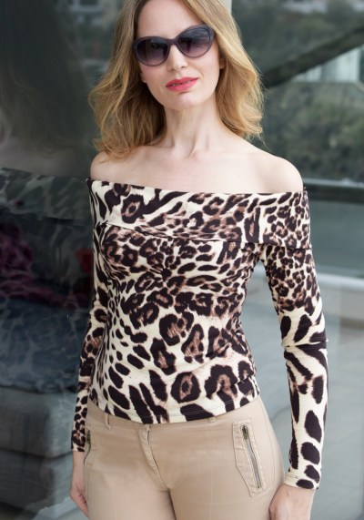 OFF-THE-SHOULDER LEOPARD BLOUSE