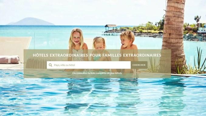 Trois enfants joyeux au bord d'une piscine - little