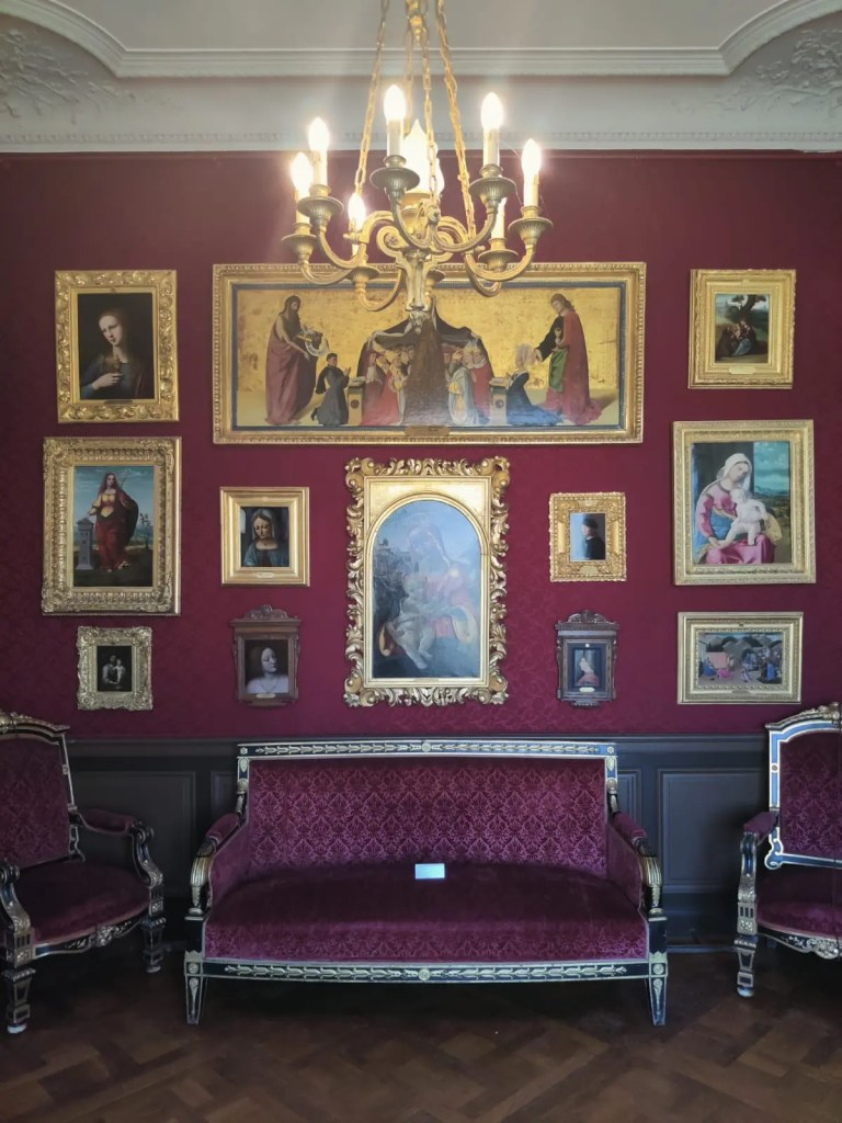 peintures dans le château de chantilly dans l'oise en france