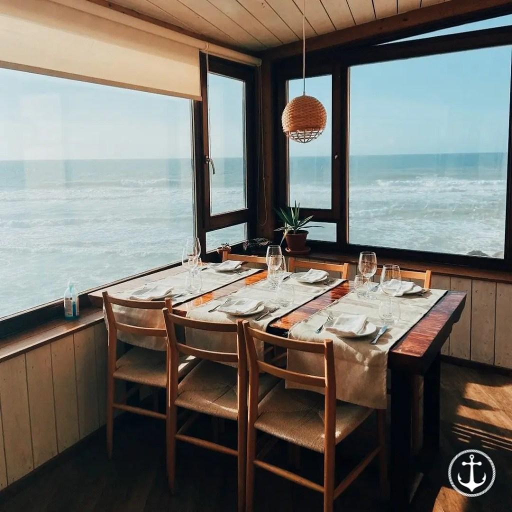 le restaurant Azenhas do Mar au Portugal a vue sur l'océan