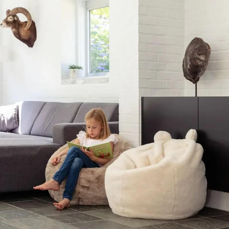 décoration chambre enfant: pouf confortable coin lecture