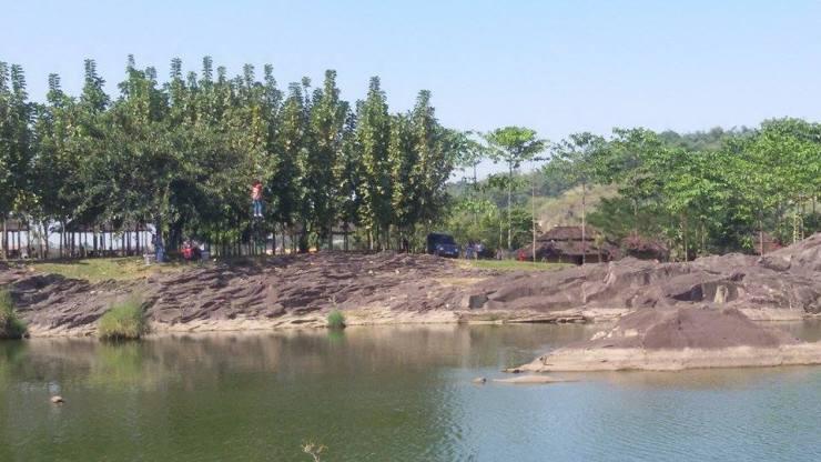 Pemandangan Kawasan Wisata Kampung Batu Malakasari Bandung