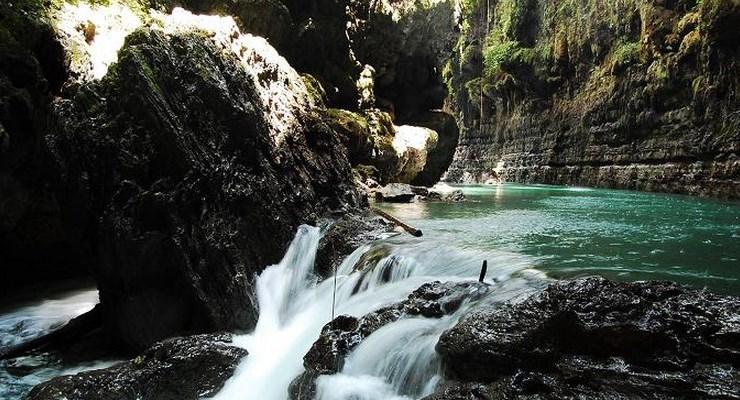 Aliran Sungai Cijulang Green Canyon