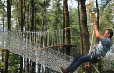 Flying Fox Di Circuit Bandung Treetop
