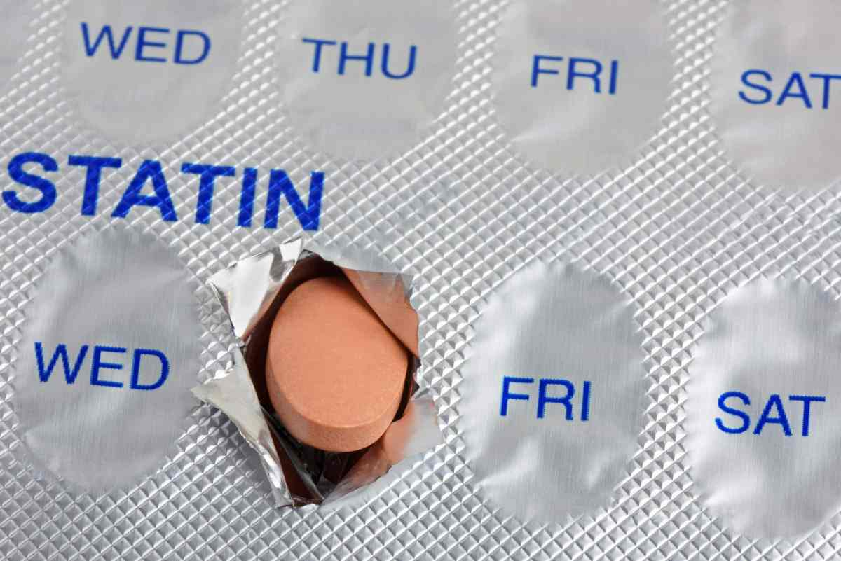 How much do statins prolong life?