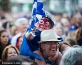 Spectacle de la fête nationale du Québec à Montréal, à la place des festivals, à Montréal, Québec, Canada, le jeudi 23 juin 2016. Sur cette photo: Un enfant sur les épaules de son père dans la foule SÉBASTIEN ST-JEAN/AGENCE QMI